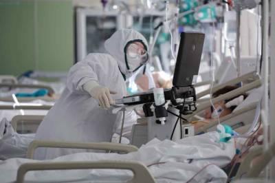 Врач рассказал, что видят больные COVID-19 в последние минуты перед смертью