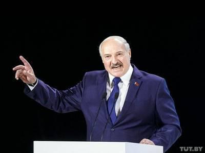 Лукашенко вошел в «красную зону» коронавирусной больницы без маски (фото, видео)