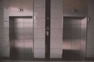В Японии для профилактики коронавируса придумали бесконтактные лифты