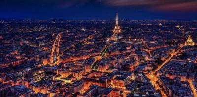 Во Франции вводят комендантский час для всей страны