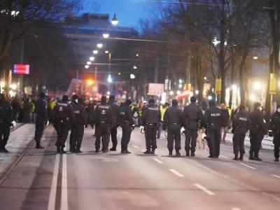 """В Австрии тысячи """"COVID-скептиков"""" решили выйти на акцию протеста"""