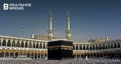 В главной мечети Мекки отменили социальную дистанцию для прихожан впервые с начала пандемии