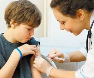 Минздрав разрешил прививать от коронавируса вакциной Pfizer украинских детей от 12 до 17 лет