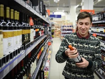 Затариваются алкоголем и стригутся: как россияне готовятся к локдауну