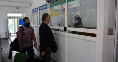 Сотни работников образовали очереди на украинско-польской границе