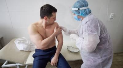 Зеленский вакцинировался от COVID-19 на Луганщине вместе с военными