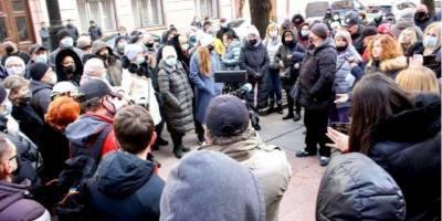 Протест под Черновицкой ОГА: предприниматели угрожают выйти на работу, несмотря на карантин
