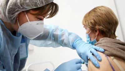 В Петербурге подтвердили несколько случаев госпитализации после прививки