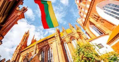 Литва продлила карантин до лета, но ограничения постепенно смягчаются