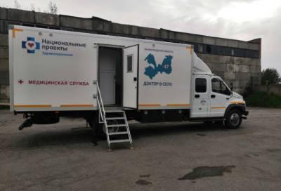 Мобильная амбулатория в Тосненском районе проводит вакцинацию против COVID-19