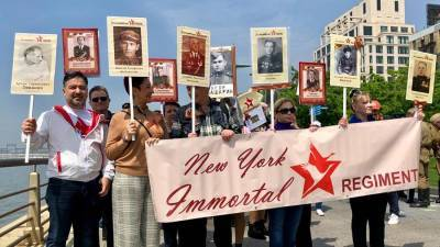 В Нью-Йорке россияне организовали шествие в честь Дня Победы