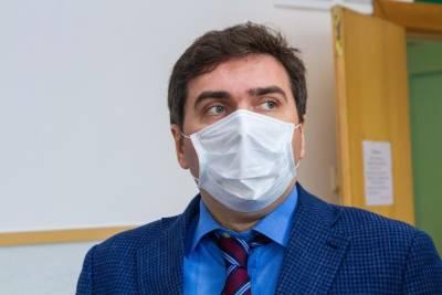 Министр здравоохранения Новосибирской области Константин Хальзов поставил привику от COVID-19