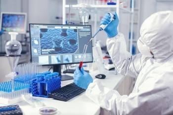 Случайные связи: инфекционисты опасаются непобедимого штамма коронавируса