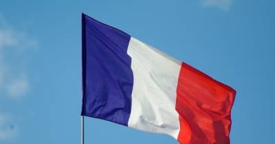 Сенат Франции одобрил ужесточение ограничений для непривитых против COVID-19
