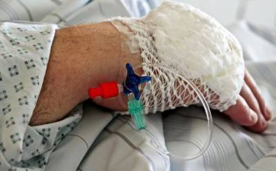Британские врачи причислили к группе риска людей 40 лет и моложе, не сделавших прививку от COVID-19