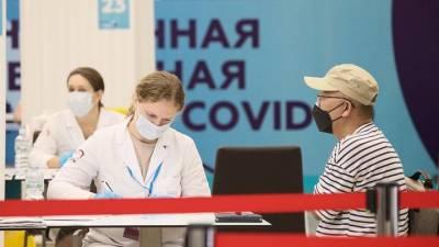 Привитым пенсионерам в Москве раздали более 10 тысяч наборов «С заботой о здоровье»