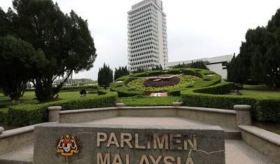 Малазийский парламент вернулся к работе после семи месяцев режима ЧП
